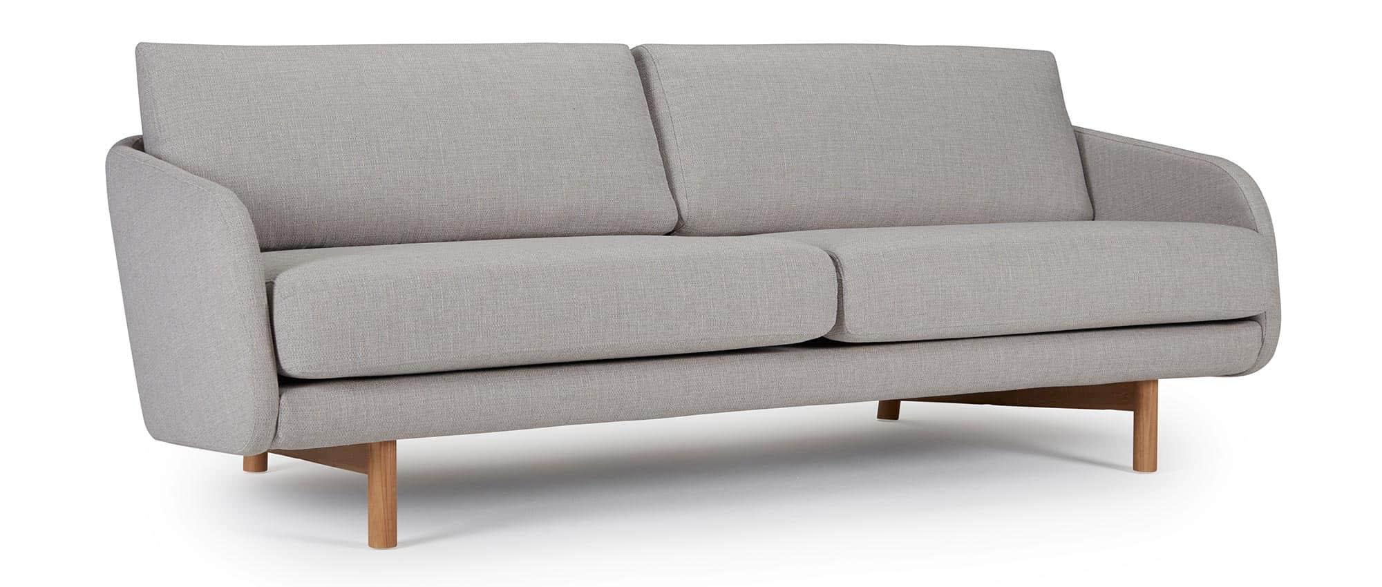 3 sitzer sofa grimstad mit polsterarmlehnen und hellen holzf en. Black Bedroom Furniture Sets. Home Design Ideas