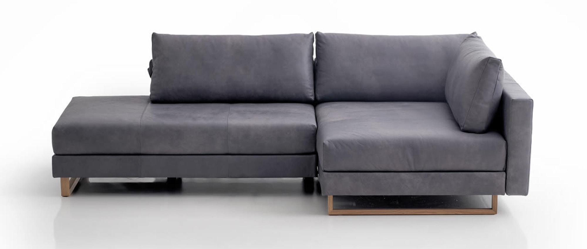 corali eckschlafsofa mit schwenksitz von franz fertig die collection. Black Bedroom Furniture Sets. Home Design Ideas