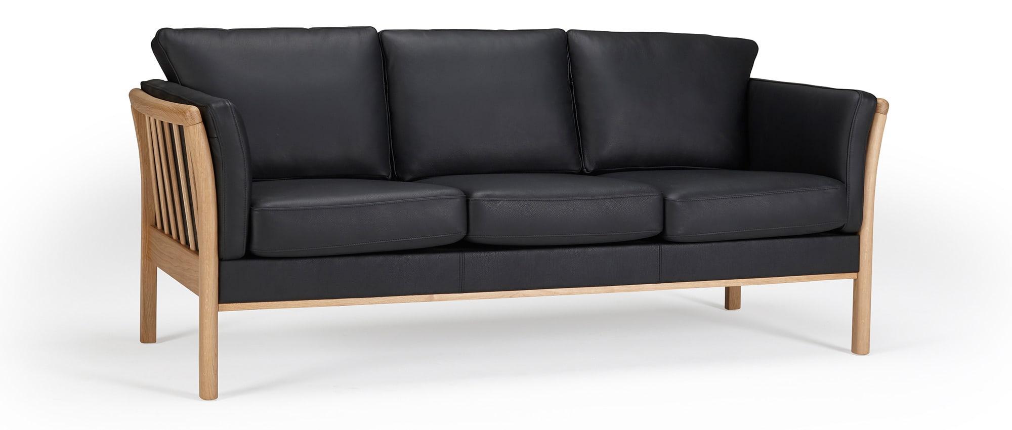designer sofa stockholm als 2 sitzer 3 sitzer und sessel mit holzarmlehnen. Black Bedroom Furniture Sets. Home Design Ideas